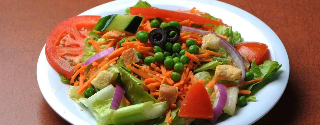 ¡Disfruta de nuestra rica barra de ensaladas!